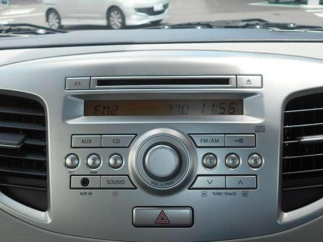 純正CDプレーヤー装着車です!クルマのインテリアに溶け込んだデザインで統一性があります!