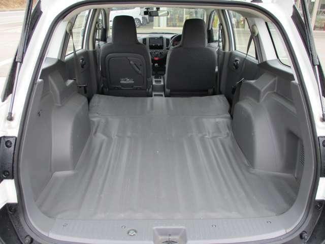 後席シートを倒せば、さらに広いスペースを確保できます。大きな荷物やレジャーに!!様々な用途に活用できます♪