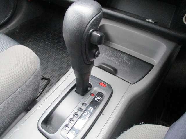 ATシフト車です!ドライブにギアを入れて手軽に楽々ドライブをお楽しみください♪