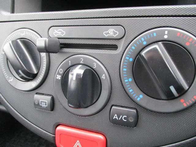 マニュアルエアコン装備車です!お手軽簡単操作で車内を快適に♪