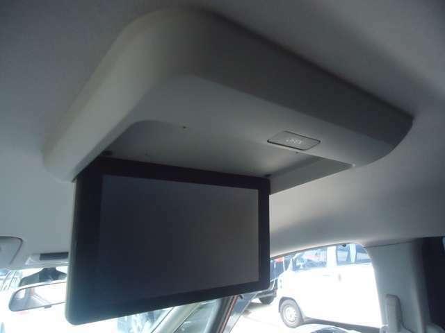 後部座席用フリップダウンモニター装備です TV  DVDなどお楽しみいただけます