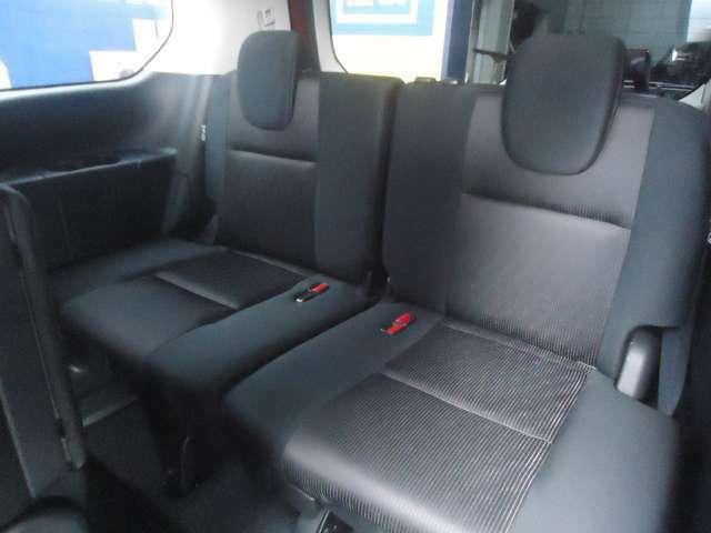 サードシートはとても広々した作りになっています