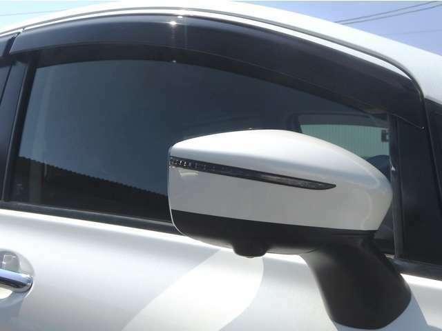 ウィンカードアミラー ヒーターミラー 電動格納ミラー ドアバイザー付いてます! 雨の日でも室内の換気が簡単にできて便利ですね♪