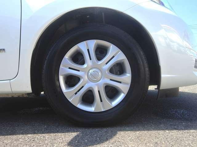 タイヤ4本8分山ぐらいです! しばらくはタイヤ交換の心配無用です! バッテリー交換付総額!