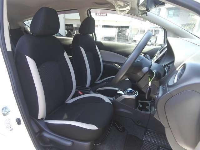 フロントシート シートリフター付で高さ調整出来ます! 走行少ないのでシートキレイ車内キレイですよ! 禁煙車です! タバコ臭無し!