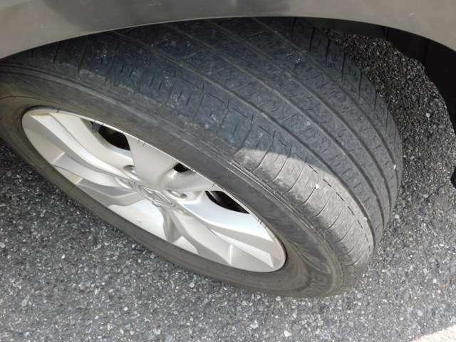 タイヤの残り溝です!まだまだ走れそうですね。