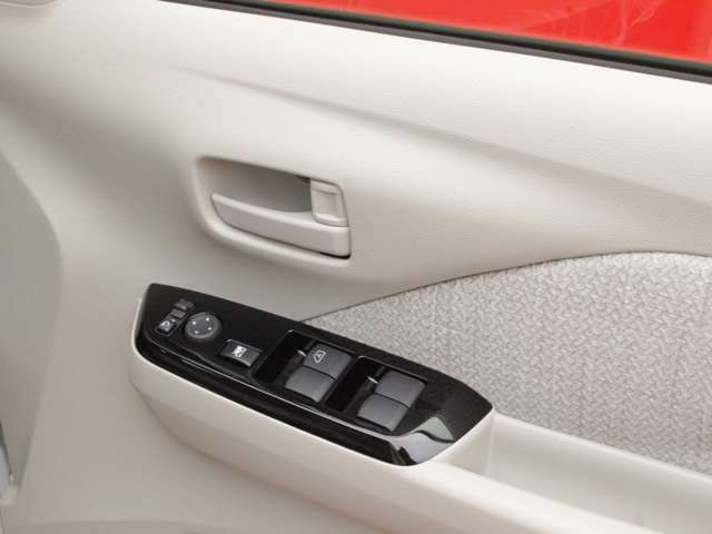 運転席側のドア部。パワーウィンドウーのスイッチになります。