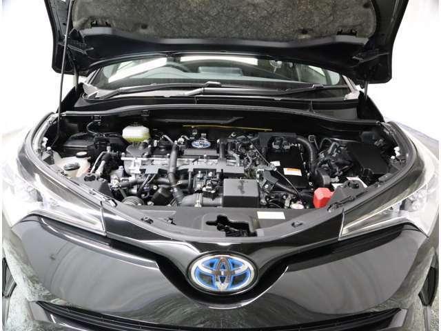 1.8Lガソリンエンジンとモーターを効率よく組み合わせることで低燃費を実現してくれるハイブリッドシステムです。