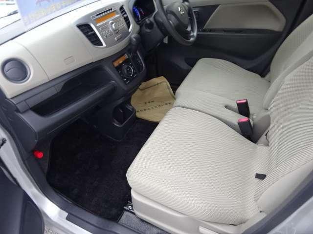 運転席側よりのシートの状態です(^^)V 前席も人気のベンチシートとなっております。