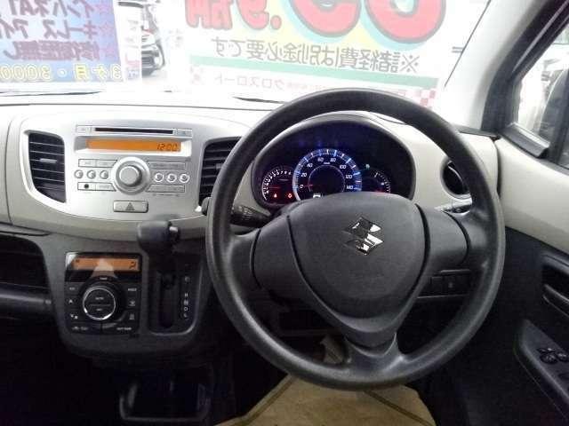 ハンドルに擦れもなくメーターまわりもすっきりしております。ガラスも広く視界も広々して運転しやすいコンディションとなっております。もちろん運転席・助手席にエアバックも装備しており安心してお乗り頂けます