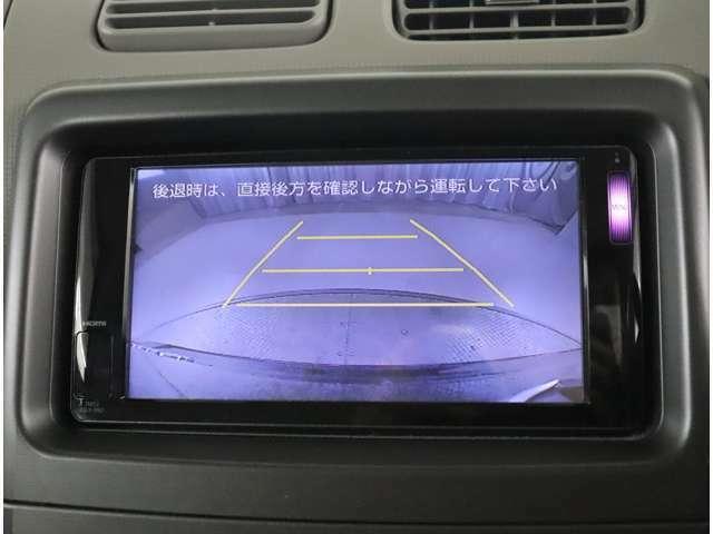 バックギアに入れた際に映る画像です☆ 狭い車庫や雨の日でも安全ですね^-^
