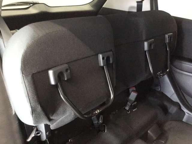 後席座面を両方跳ね上げた状態です。背の高い荷物も気軽に積み込む事ができますよ。工夫次第でいろいろ便利に使えます。