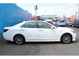 外装色はホワイトパールクリスタルシャイン!塗装の艶があり、コンディションの良いお車です! ☆無料お問い合わせ0066-9711-048661☆