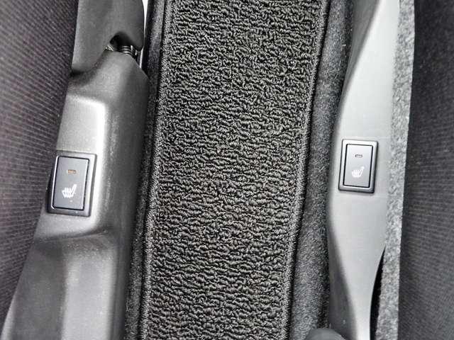 ♪シートヒーターは座席から温める車の暖房器具♪すぐに温まるから、冬場のお出かけも寒くない (b'v'★)またエアコンと違って乾燥しません♪前席はウォークスルーになっています。