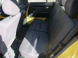 リアシートは簡単に脱着でき、大きな荷物が積めます。ネイキッドの特徴の一つです!!