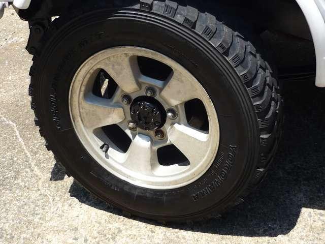 タイヤの目は無いです。新品タイヤ+5万円~