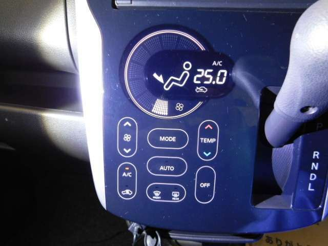 タッチパネルのオートエアコンで操作も簡単☆