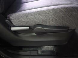 シートリフターもございますのでお好みでシートの高さを調整可能です。