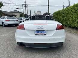 Audiはリアが好き!と言われる方も多いほど、Audiのリアビューはカッコよく、LEDを使ったテールレンズはAudiらしさの感じれるデザインです。