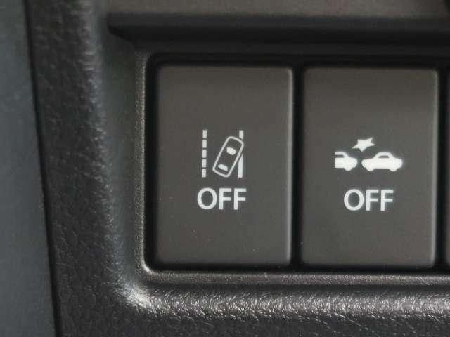 ☆車線逸脱警報機能☆約60km/h~約100km/hで走行中、前方不注意で車線をはみ出すと判断した場合にブザーとメーター内の表示灯で注意を促します。