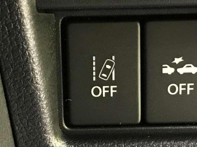 【レーンアシスト】車線をはみだしそうになると警告音でお知らせしてくれる安全運転をサポートする機能です。