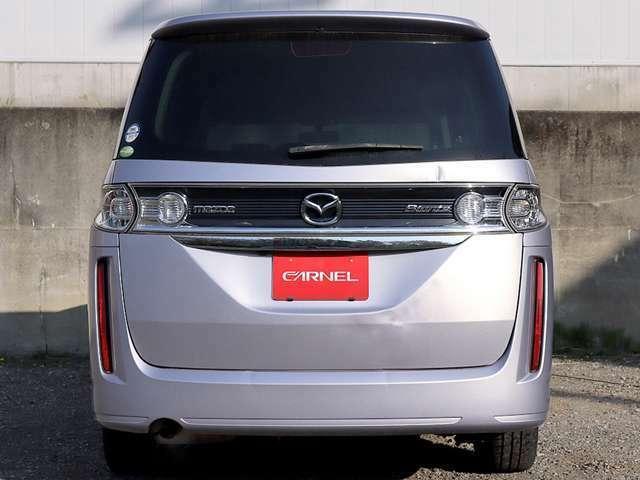 【リアプライバシーガラス】リアプライバシーガラス装備車です。室内冷暖房効果の上昇や、太陽からの紫外線の軽減等、女性やお子様にも優しい快適装備です。外から車内が見えづらくなり防犯面でも安心です。