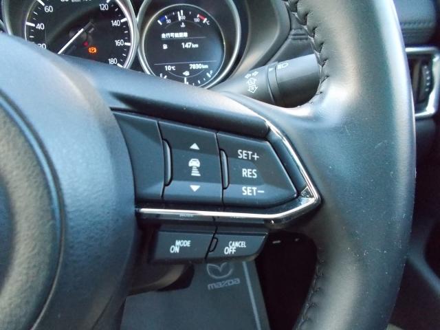 ハンドルにはマツダレーダークルーズコントロール搭載!前車を検知し車間を保ちながら追従していきます!全車速追従機能☆