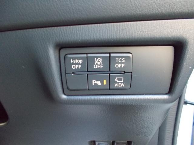 車線逸脱センサーや斜め後方からの車の接近をお知らせしてくれる装備が付いてます!車線逸脱はハンドルサポート機能も付いておりバック時のっ衝突軽減ブレーキも装備!サイドカメラの切り替えもボタン一つで簡単!
