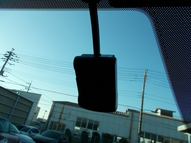 いざという時の瞬間をしっかり録画☆今や必需品のドライブレコーダーを搭載☆