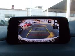 バックカメラ付!ガイドラインも表示して安心して駐車ができるサポート付!もちろんバック時の衝突軽減ブレーキも搭載!