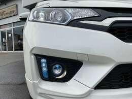 夜道を明るく照らすLEDヘッドライト&オプションLEDフォグ装備!