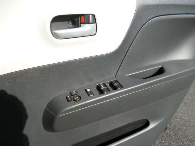 サイドミラー電動格納&調整機能