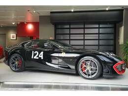 ボディにナンバーが入った車両はフェラーリでも少ないです。