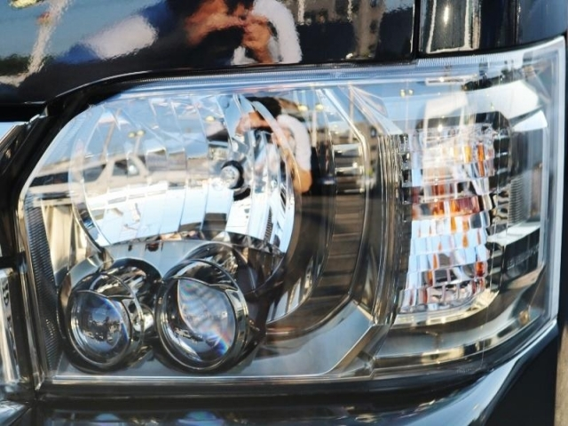 メーカーオプションのLEDヘッドランプはゴールデンアイズ仕様です!