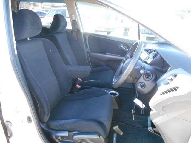 ★運転席周りは広々スッキリ♪視界も広く運転のしやすさはバッチリです♪