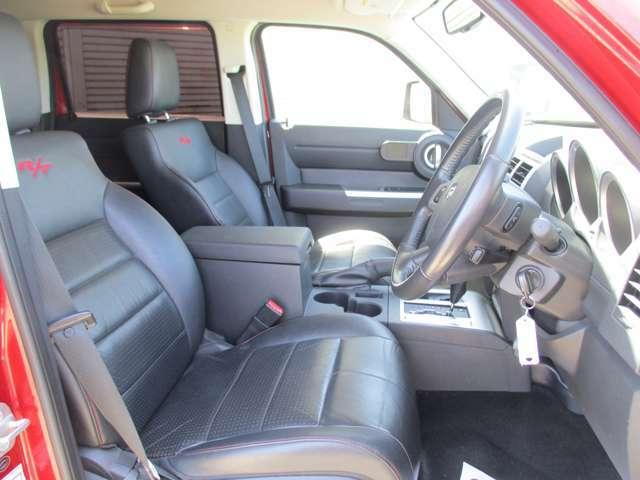 運転席周り、車内も綺麗ですよ☆是非一度、現車をご覧になってください。