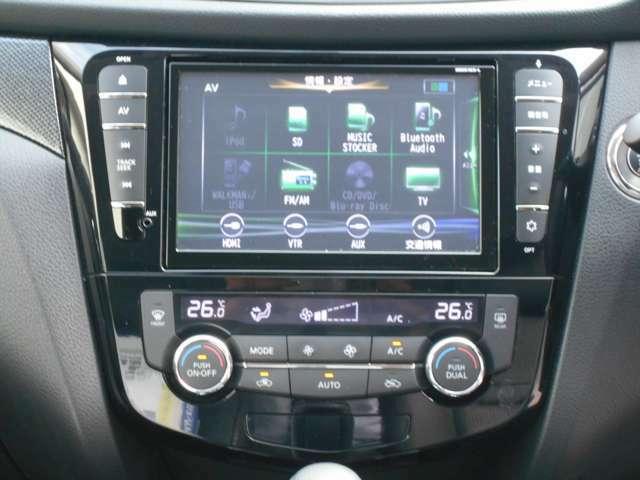 車内を年中快適に保てくれるオートエアコン。