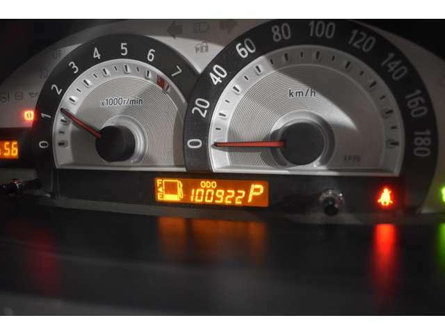 実走行10万km!当ではメーター改ざん車は取り扱っておりません。全て実走行距離のお車になります ご安心してカーライフをお楽しみください!