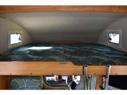 バンクベッドも広々です☆サイズは183cm×187cm(大人3名)になります♪