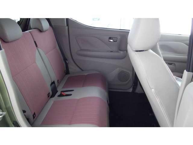 後席のシートも広々していて、ゆったりと座れます!