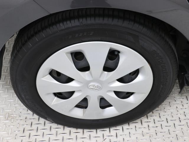 トヨタ純正スチールホイール装着車。見栄えの良いホイールキャップ付き。
