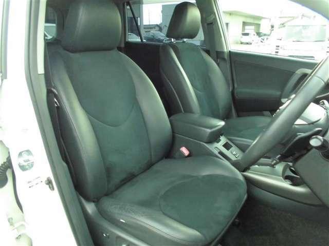 【内装】ヴァンガードの車内です♪もちろん、フロアマットもついてますよ~!