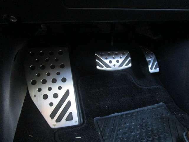 アクセル、ブレーキ、フットレストアルミペダル付き