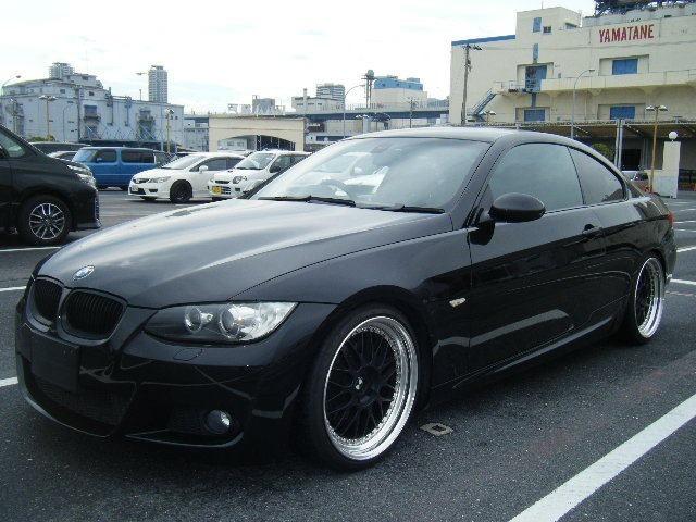 BMWカスタム車両入荷しました。ワーク19インチ、車高調、社外マフラー、グリル付き