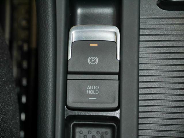 エレクトリックパーキングブレーキとオートホールド装備で、信号待ちが快適に。坂道発進も安心です。