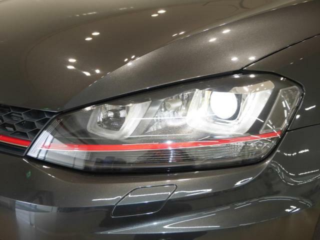 バイキセノンヘッドライト、LEDポジションランプがフロントフェイスを表情豊かにします。
