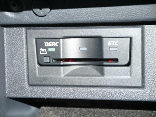 DSRC(ITSスポット対応システム)車載器(ETC機能付)を、グローブボックス内にスマートに収納されています。広域な道路交通情報(交通渋滞などの情報)を取得出来ます。