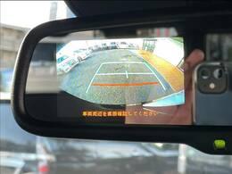 ミラー型バックカメラも装備されておりますので駐車も安心です!