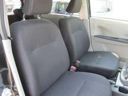 専用シートのブラック表皮シート★ヘッドレストがありゆったり座れますよ♪