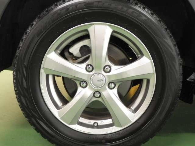 【タイヤ】社外アルミホイール&スタッドレスタイヤを装着しておりますが、ノーマルタイヤもあります!ノーマルタイヤは純正アルミホイール付きです!